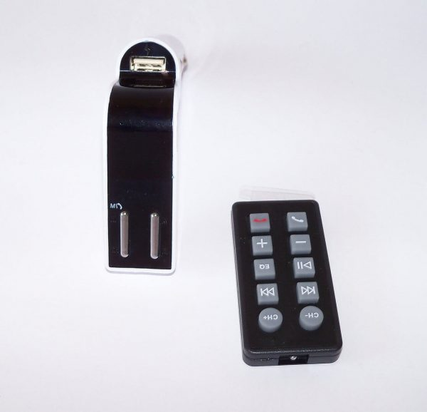 FM трансмитер и зарядно за кола с Bluetooth - M590